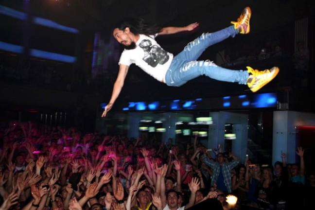 Steve Aoki Stage Dive Fail at Circoto Peurto Rico