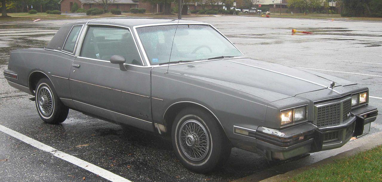 1280px-Pontiac_Grand_Prix_coupe_