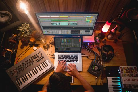 Best sites and subreddits for music producers and artists